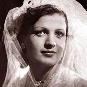 Mary Queeny Headshot