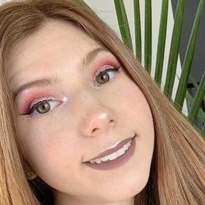 Victoria Raechel 1 of 5