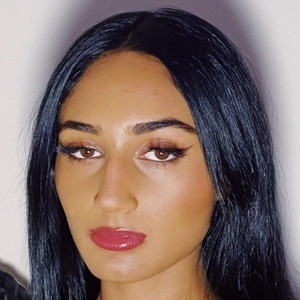 Rhea Raj 1 of 10
