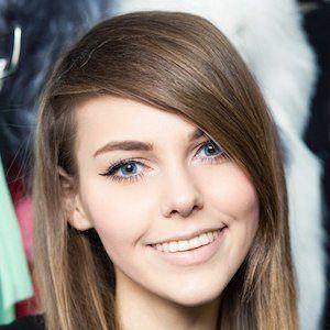 Alina Rin 1 of 10
