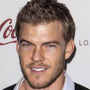 Alan Ritchson 1 of 7
