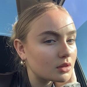Mia Ruby Headshot 1 of 10