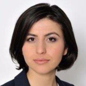 Sana Safi 1 of 5