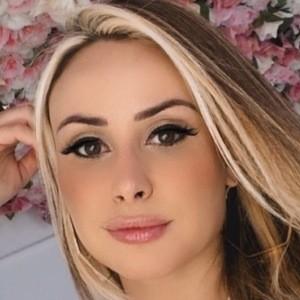 Andréia Scherner Headshot 1 of 10