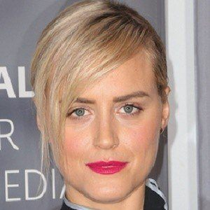 Taylor Schilling 1 of 10