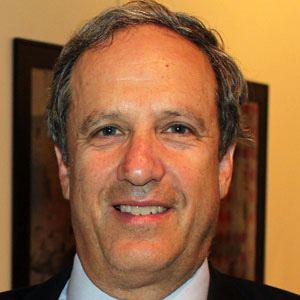 Stephen Schneider Headshot