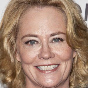 Cybill Shepherd 1 of 9