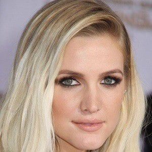 Ashlee Simpson 1 of 8
