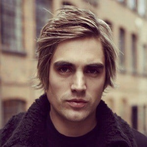Charlie Simpson 1 of 9