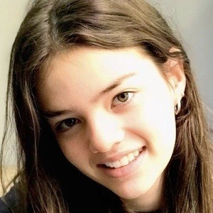 Isabela Soares 1 of 6