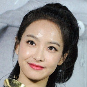 Victoria Song - Bio, Facts, Family | Famous Birthdays