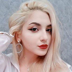 Denisa Stefanescu 1 of 5