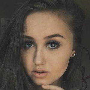 Hannah Stone 1 of 7