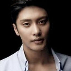 Sung Hoon Headshot