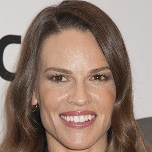 Hilary Swank 1 of 10