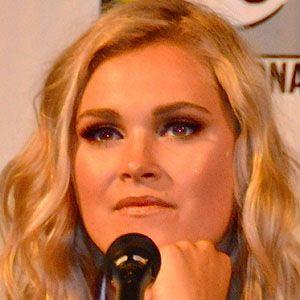 Eliza Taylor 1 of 3