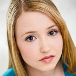 Emily Tennant Headshot