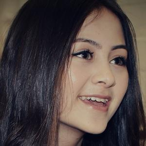 Jasmine Thompson 1 of 2