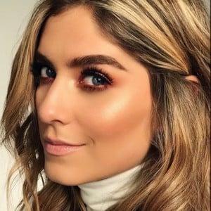 Laura Tobón Headshot