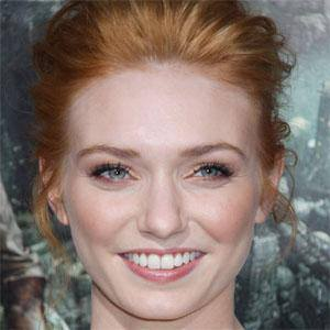 Eleanor Tomlinson 1 of 7