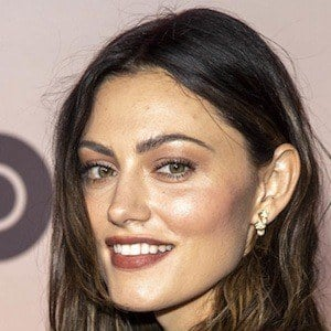 Phoebe Tonkin 1 of 10