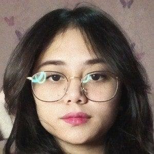 Nathalie Tresya 1 of 10