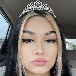 Erica Vásquez 1 of 10