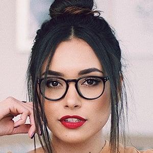 Ana Vbon 1 of 6