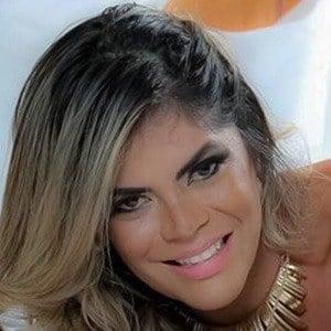 Simone Villar 1 of 6