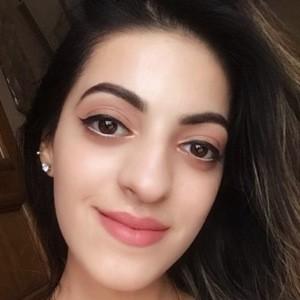 Isha Virmani 1 of 6