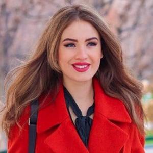 Denisa Vysnovska 1 of 6
