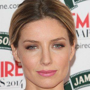 Annabelle Wallis 1 of 6