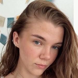 Zoe Wilson 1 of 6