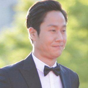 Jung Woo Headshot