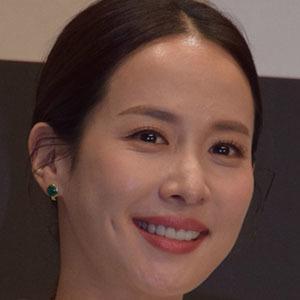 Cho Yeo-jeong Headshot