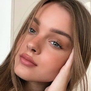 Anna Zak 1 of 7