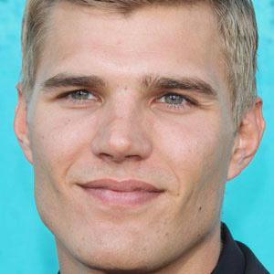 Chris Zylka 1 of 10
