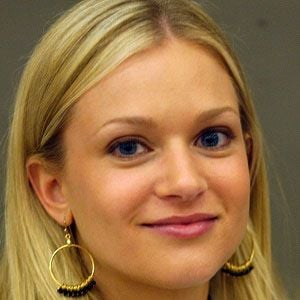 AJ Cook 5 of 8