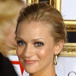 AJ Cook 6 of 8
