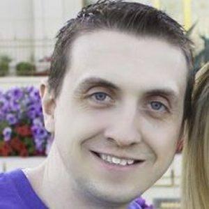 Aaron Pettit Headshot 7 of 10