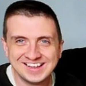 Aaron Pettit Headshot 8 of 10