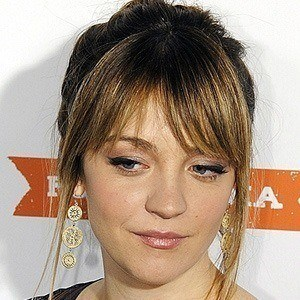 Abby Elliott 3 of 6