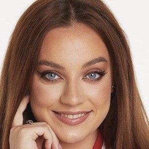 Adina Marina Headshot 4 of 10
