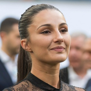 Adriana Pozueco 2 of 3
