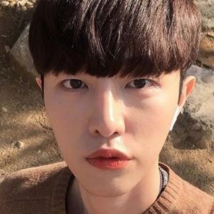 Ahn Eun Woo 5 of 6