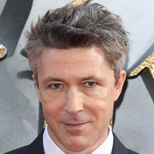 Aidan Gillen 4 of 6