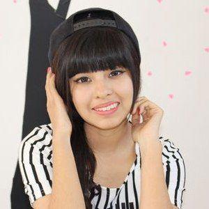 Akari Beauty 4 of 10