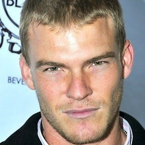 Alan Ritchson 4 of 7