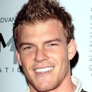 Alan Ritchson 5 of 7