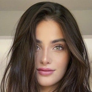 Alana Arbucci Headshot 7 of 10